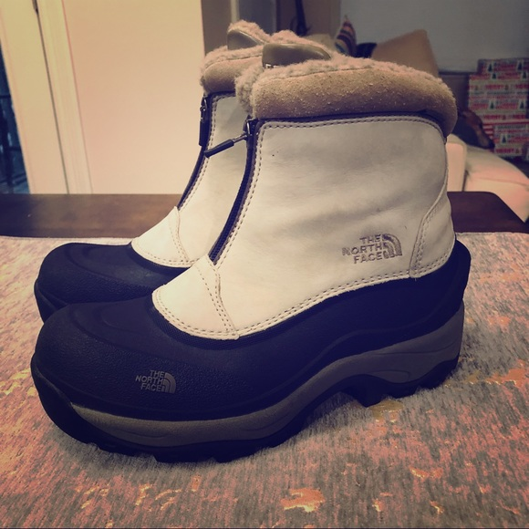7d3ce9b19 The North Face Short Black and Cream Winter Boots